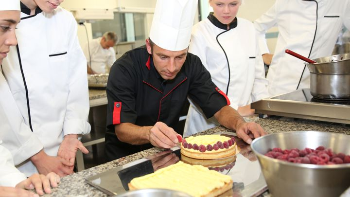 Chef de partie jobs in dubai rhr employment agency - Chef de partie en cuisine ...