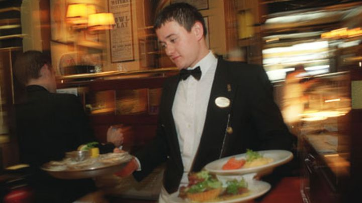 waitress    waiter job in dubai